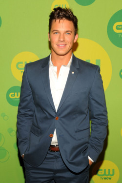2013 CW UPFRONT PRESENTATION - MATT LANTER 'I Am Starstruck' International Feature It's UPFRONTS season in Hollywood at the moment!  TV executives are prepping their flashy presentations for advertisers and the best part of these events is that the stars of the shows hit the red carpet themselves. The 2013 CW Upfront Presentation was held on Thursday at the London Hotel in New York City. '90210' hottie Matt Lanter was his sexy self as per usual on the red carpet.. gotta love a guy in a suit. Image Source: Zimbio