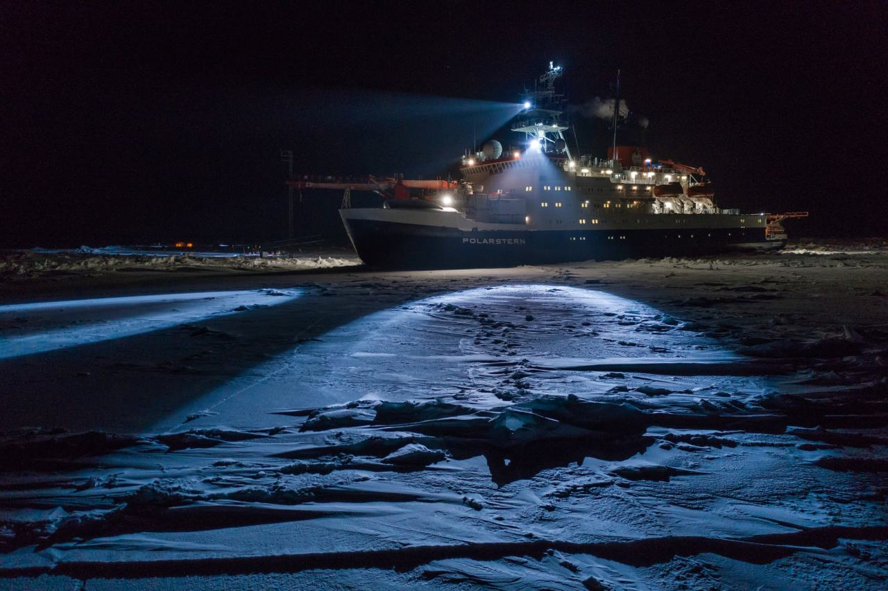 RV Polarstern, MOSAIC Expedition Work on Ice. Absolut Winter photo by merlin(?) or unknown #RV Polarstern#MOSAIC#expedition#north pole#absolut winter