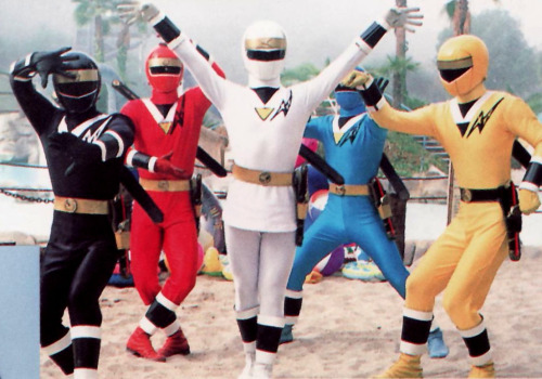 igniteoscar:  Now I have finished watching Gokaiger I am now watching Kakuranger! Ninja! Ninja!