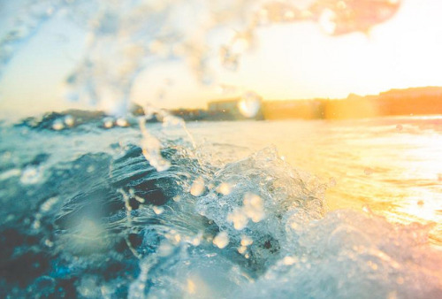 inscendo:  Splash at sunset by Matutino!
