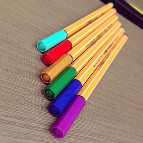 College without these mean nothing 😁📚📖✒ #colour #pen #blue #red #purple #green #brown #college #nyp #nursing  (at Nanyang Polytechnic (NYP))