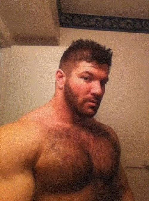 guysthatgetmehard:  that chest…