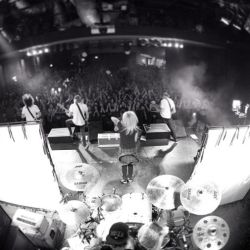 gemini-moonstone:  fuuuckyeahtonightalive:  @tonightaliveofficial doing their thing. First show on Aussie soil in a year. Sold out. Goodnight. #timetosleep #shouldhavestayedoutpartying #tonightalive (by veitchphoto via instagram)  thankyou matt veitch! and thankyou sydney! unreal