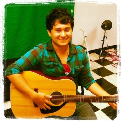I look Asian lol #thesweetestsin  #poppunk #chrisarredondo #guitar #music #pleasecheckoutmyband #checkers