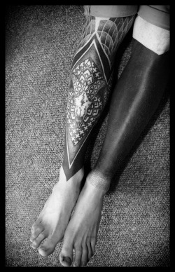 vandenio:  theshroudedstranger:  Healed photo of my legs, done by Ema Sweeney at Custom Inc Glasgow.  this is what i call beautiful legs ^^