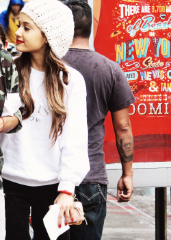 * high candids ariana grande flawless arigrande edit SOS JUST NO how i dont get it