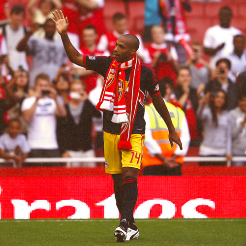 gibsey:  16/50 pictures of Thierry Henry that I love.  I always cry when I see this pic