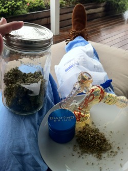 ripcitystoner:  This is how you smoke after surgery