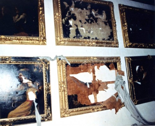 italiawasteland:  pictures in Florence's Varari Corridor, damaged by the bomb explosion set by Corleonesi mafia clan in via dei Georgofili, 1993