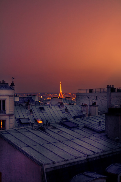 sweetestserendipityyy:  infinitylove16:  Ah….Paris  I can't believe that i'll be there in 4 days!!! AHHHHHHHHH