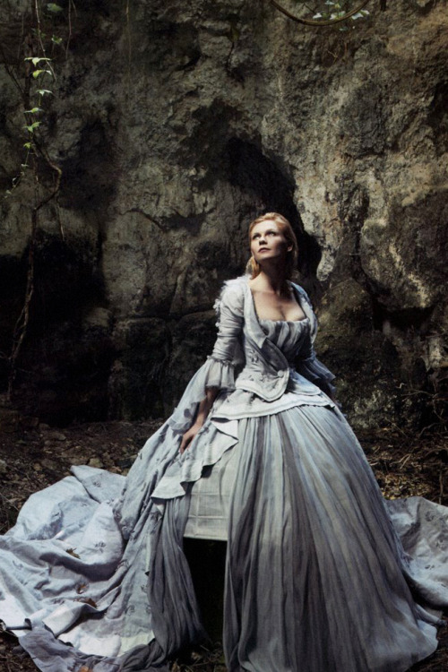 Kirsten Dunst as Marie Antoinette shot by Annie Leibovitz for the September 2006 issue of Vogue.