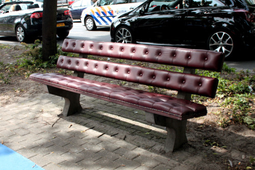 (via chesterfield park bench by joost goudriaan)