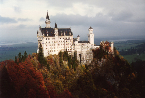 conducives:  neuschwanstein castle schloss fall colors (by mbell1975)