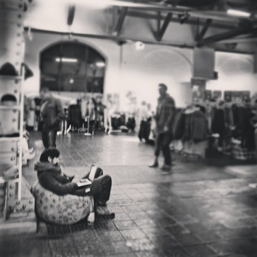Pull out your beanbag, and relax…. #Berlin #artist #market #Christmas #alternative #beanbag #relax #Christmasmarket #beer #Germany #travel #lonelyplanet #bw #kunst #Friedrichshain #mitte #postbahnhof  (at Holy.Shit.Shopping Berlin)