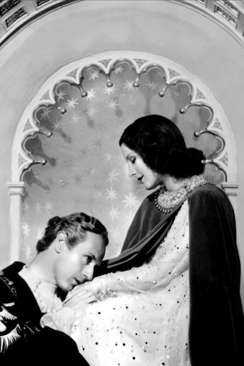 artschoolglasses:  Norma Shearer + Leslie Howard Romeo and Juliet