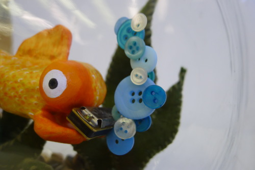 chelseakowitz:  My final sculpture project! A harmonica playing goldfish named Pickles. Made with sculpey, wire, felt, buttons, fishbowl and a mini harmonica