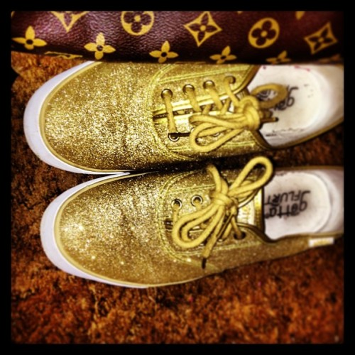 I still can't get over how sparkly these gold shoes are.