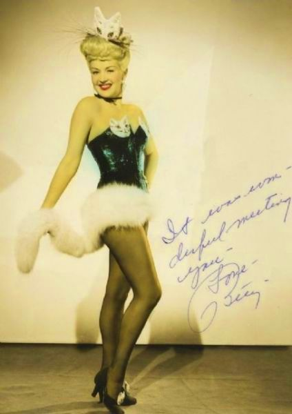mothgirlwings:  Betty Grable loves kitty cats - c. 1940's