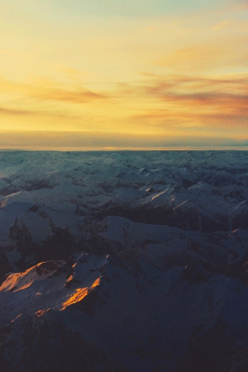 gold-hair-green-eyes:  Mountains for dayss.
