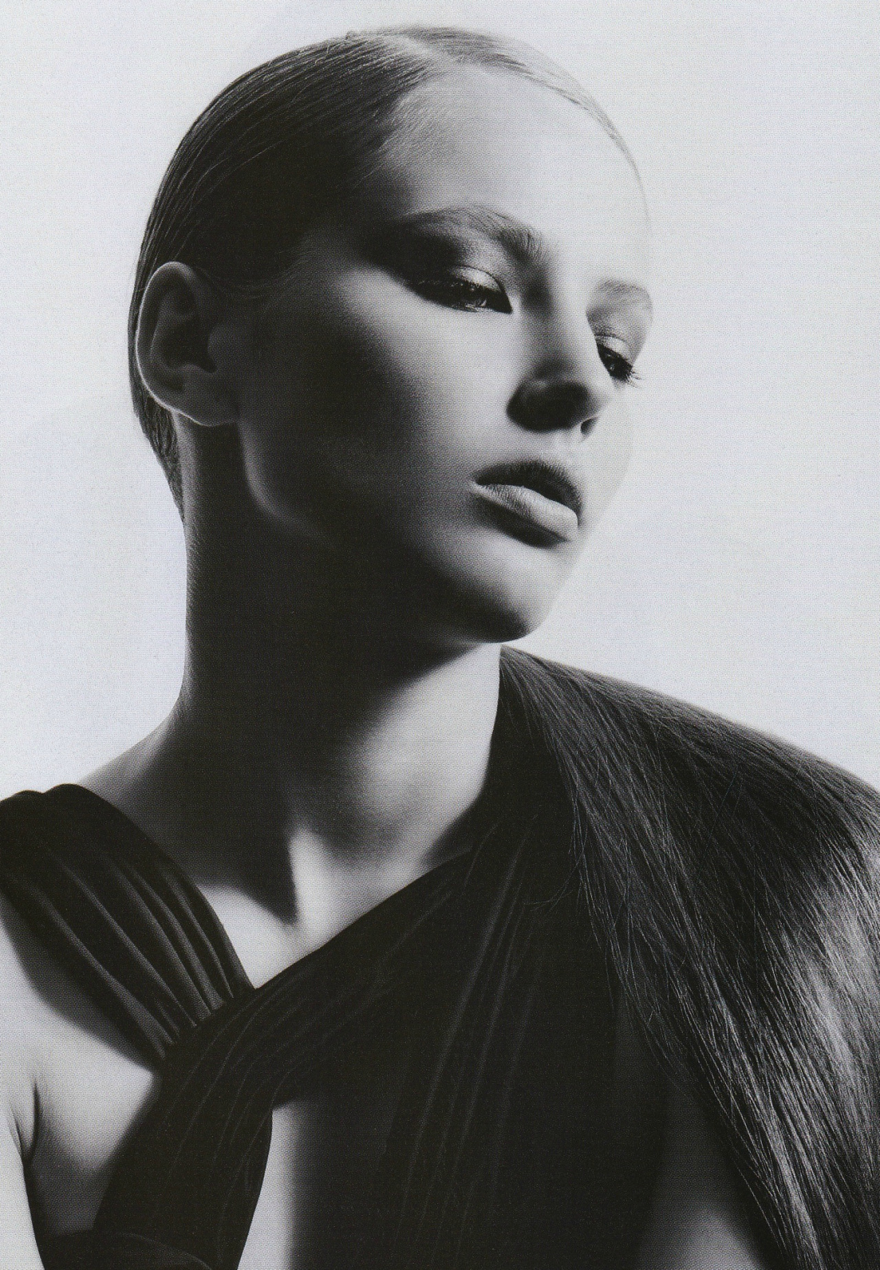 """La Robe Noire""Ruslana Korshunova by Takay for L'Officiel September 2005"
