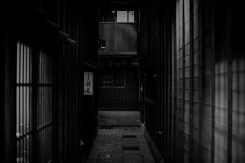Dark alley (by CaDs)