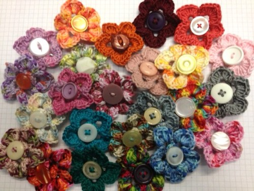 New flower brooches via gemmipopdesigns