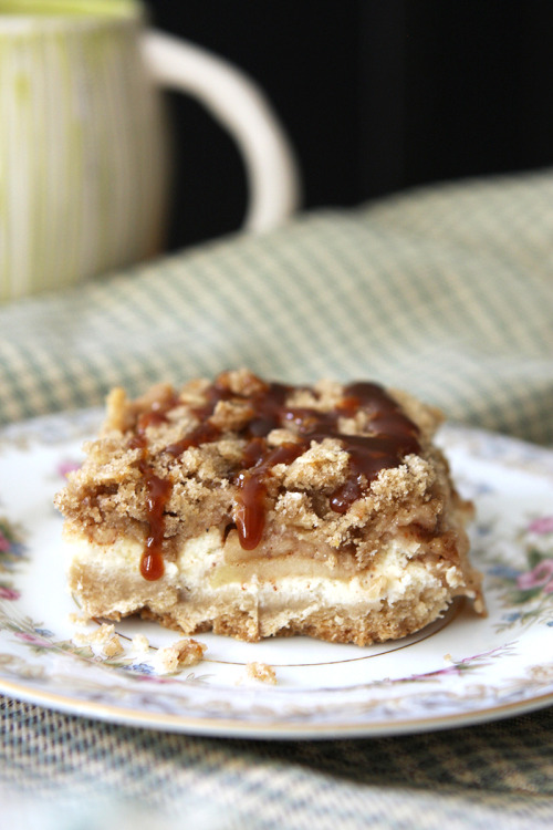 oohhhbaby:  cinnamon caramel apple cheesecake bar
