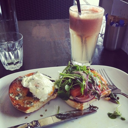 Smoked salmon bagel and watermelon & mint juice mmmm yummy #eurovida #nomnomnom #brissy