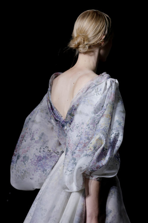 garavani:  Detail @ Valentino HC S/S 2013  so romantic