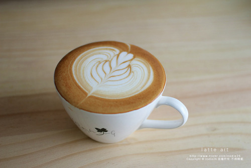 coffeenotes:  LATTE ART by nodie26 on Flickr.  I will be needing at least one or three of these today…