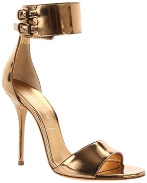 donaldfashion:  gold wedding shoes #bridesmaid shoes  My dream wedding shoe.