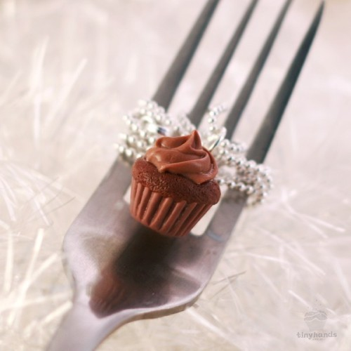 Scented Chocolate Cupcake Necklace