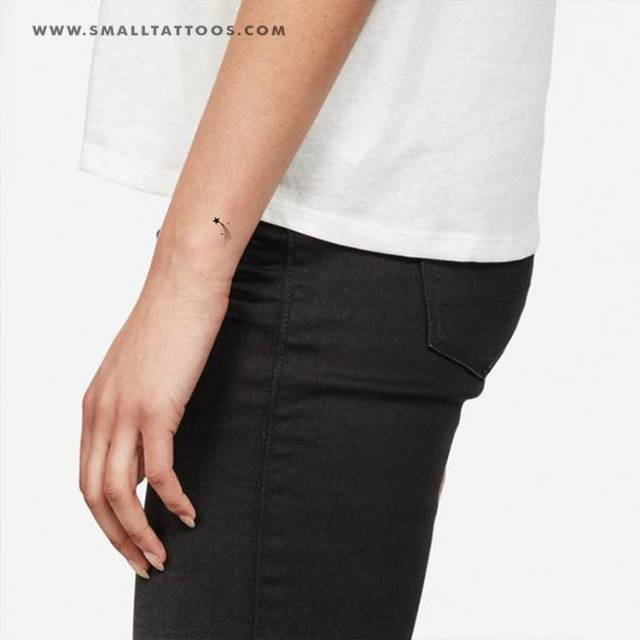 Shooting star temporary tattoo, get it here ► https://bit.ly/2zPdRTa #temporary tattoos#astronomy tattoos#star tattoos #shooting star tattoos