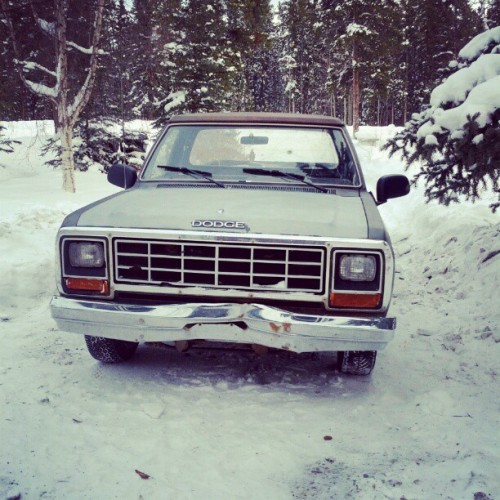 Put 2004 mirrors on my 1985 #dodge #ram #1985 #dodgeram #awesome#sick #snow #truck #yukon #winter