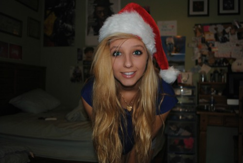 n-icoles:  excuse my christmas pics (: