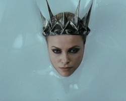 refluent:  Charlize Theron for Snow White And the Huntsman (via Voracious Filmgoer)