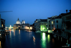 hikenow:  (via Evening visit and walk along canals of Venice - Italy)
