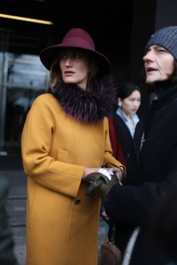womensweardaily:  They Are Wearing: Milan Fashion Week Photo by Kuba Dabrowski