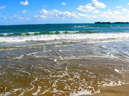 shutterinacompass:  Beach in Carolina, PR