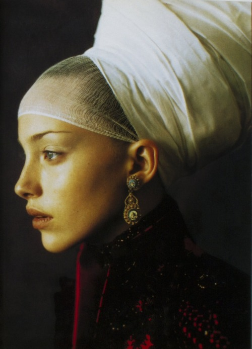 80s-90s-supermodels:  Vogue Italia, 1997Photographer : Paolo Roversi