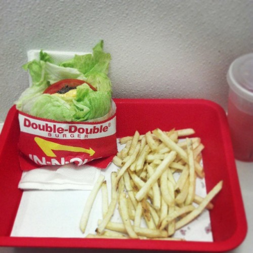 Can get it in the morning #work #breakfeast #innout #protiendoubledouble (at In-N-Out Burger)
