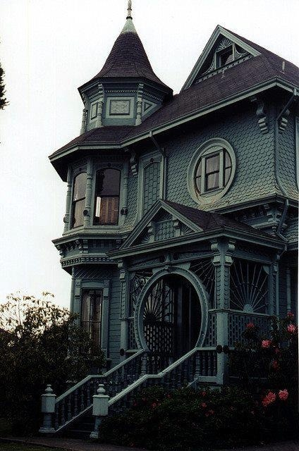 mia-redworth:mrsm0rales:House porn.The second one is in Ohio, I know exactly where too!Houses like this make my heart hurt as i probably wont ever have one but also scare the crap out of me because they all look haunted as fuck
