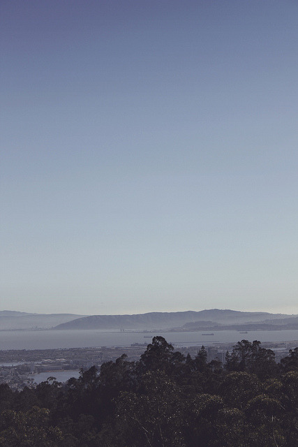 johnjohnbobon:  Mountains by the bay on Flickr.