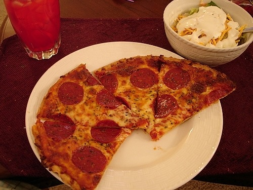 prettygirlfood:  Pepperoni Pizza & Side Salad