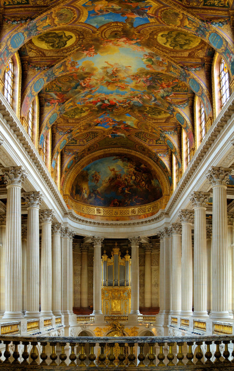Another shot of the Royal Chapel at Versailles— this time focusing on the fabulous artworks in the ceiling, taken from the Royal Tribune (the balcony where Lous XIV and his family(ies?) heard Mass EDIT: Per a follower,  Louis Quatorze and the Princes of the Blood attended Mass just near the altar and knelt on purple, silk hassocks.