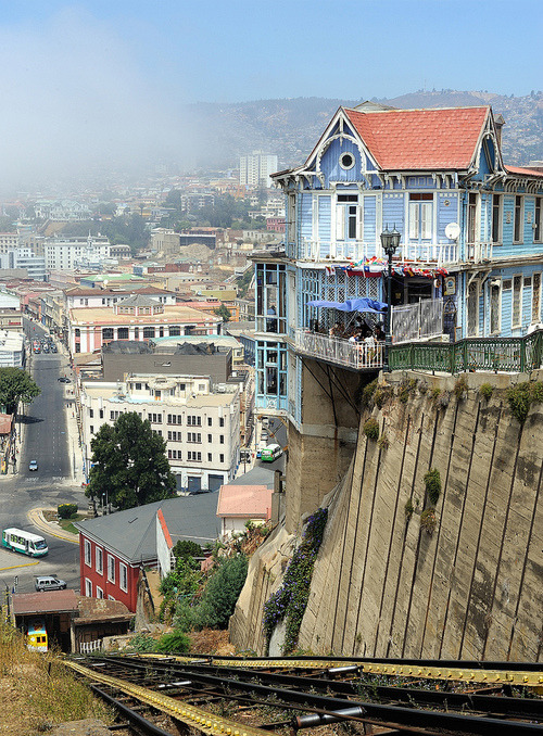 Cliffside, Valparaiso, Chile photo via maria
