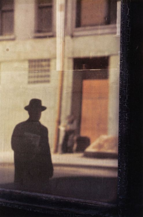mpdrolet: Near the Tanager, 1954 Saul Leiter