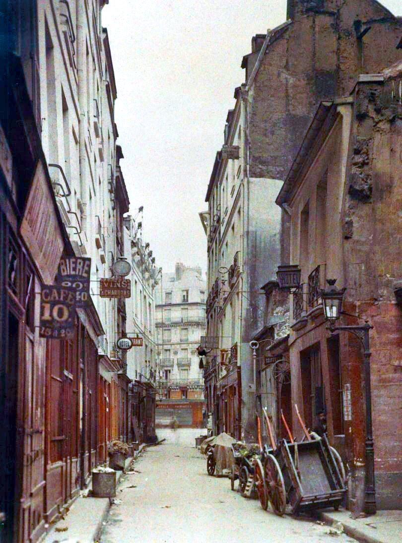 alwaysalwaysalwaysthesea:  An early 20th century autochrome photograph of Rue de Bièvre in Paris. (via Paris 1914)