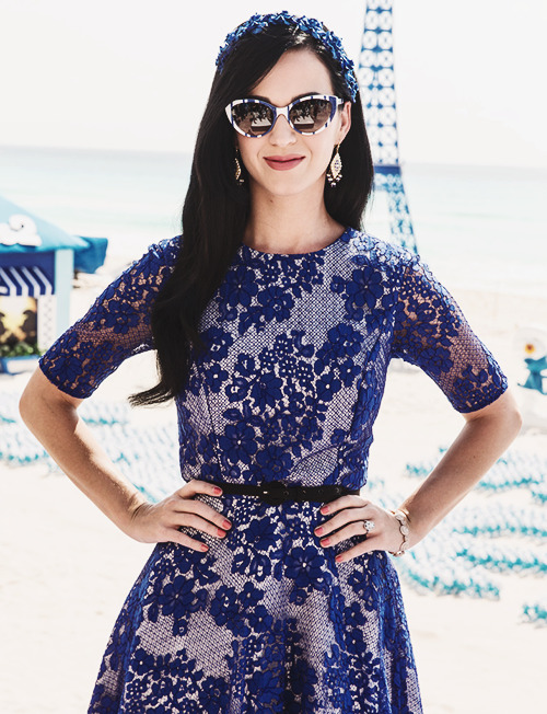 hello-katy:  smurfs 2 conference