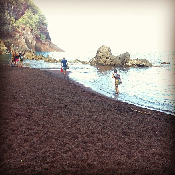 #redsandbeach #hana #hawaii (at Red Sand Beach)